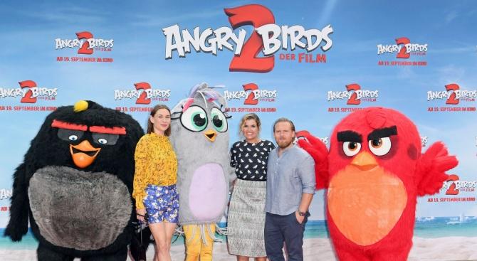 """Гневните птици не позволиха на """"Код: Ангелът"""" да ги детронира"""