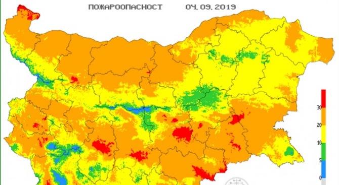 Опасност от пожари в 12 области на страната днес