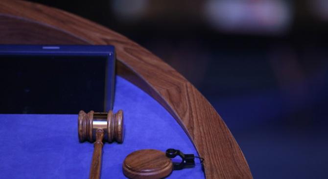 Специализираният наказателен съд решава дали да остави в ареста двама