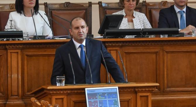 Румен Радев пред депутатите: Времето за промяна неумолимо изтича