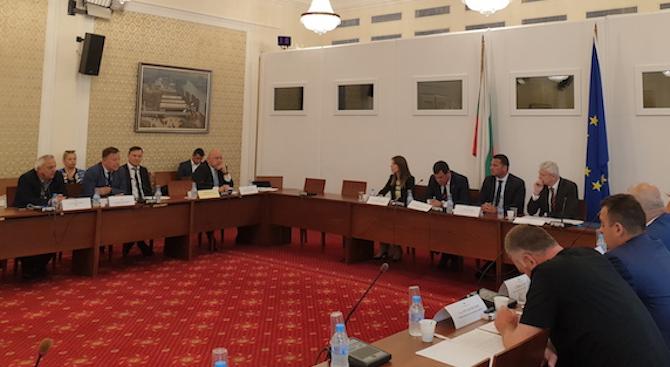 След предложение на министъра на младежта и спорта Красен Кралев