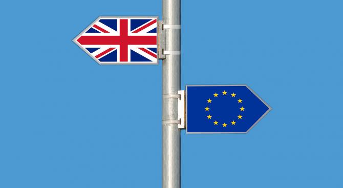 """Внукът на Чърчил: Великобритания е в """"свободно падане"""" заради Брекзит"""