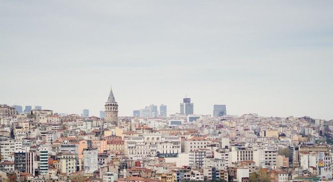 Българка вгради Истанбул в скулптура на жена