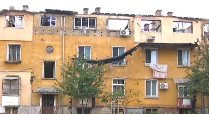 Пожарът в Бухово пламва по време на ремонт на покрива