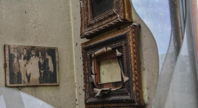 Разчистват изгорялата кооперация в Бухово