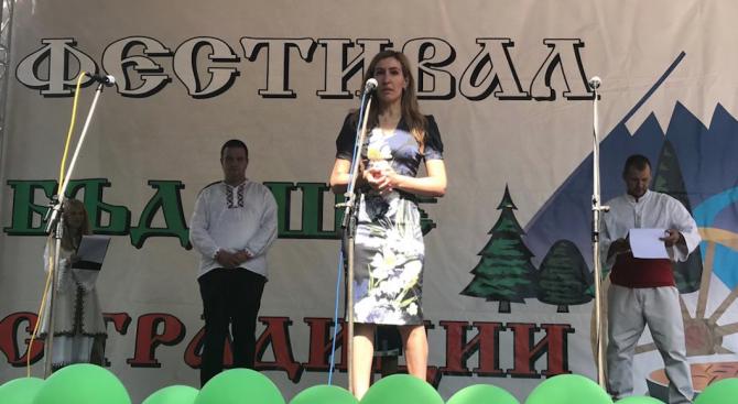 """Ангелкова на фестивала """"Бъдеще с традиции"""": Този форум ще е сред първите, включени в регистъра на туристическите събития и забележителности"""