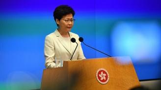 Лидерът на Хонконг клекна пред протестите