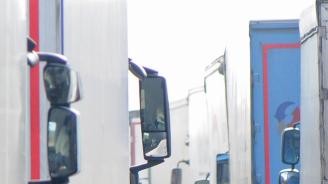 Камиони над 12 тона няма да се движат в пиковите часове по магистралите