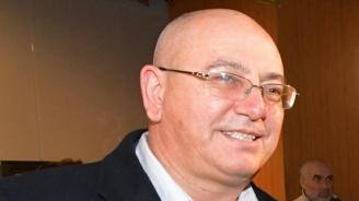 Журналист попречил на депутата Емил Димитров да влезе в зала