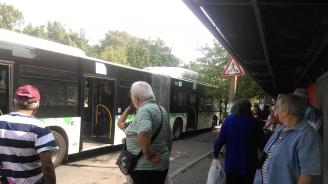 Мъж колабира в автобус 120 в София