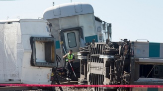 Влак се сблъска с камион в Япония, има загинал и ранени