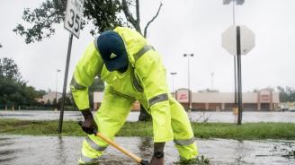 Ураганът Дориан мина покрай Северна и Южна Каролина с бурни ветрове и дъжд