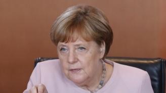 """Меркел нарече """"знак за надежда"""" размяната на затворници между Русия и Украйна"""