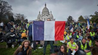 """Протестите на """"жълтите жилетки"""" набират сила отново в цяла Франция"""