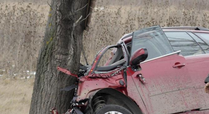 Двама младежи са пострадали при катастрофа на пътя Варна -