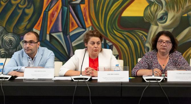 """Зам.-министър Амелия Гешева: Предоставяме повече възможности за реализацията на интересни и творчески проекти по програма """"културно предприемачество, наследство и сътрудничество"""""""