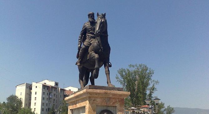 Родственица на Яне Сандански дари ценни документи на държавния архив в Кюстендил