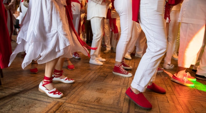 Изследвания доказаха:  Танците са вид общуване, поддържащо мозъка