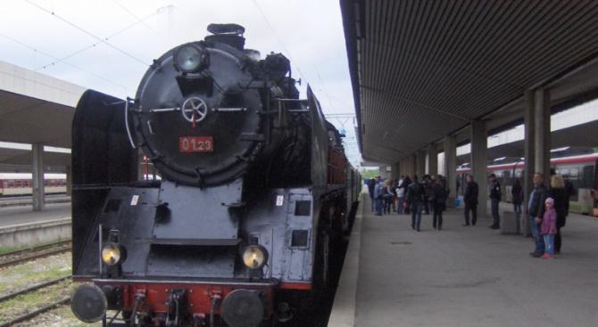 БДЖ организира празнично пътуване с парен локомотив по повод Деня на Независимостта
