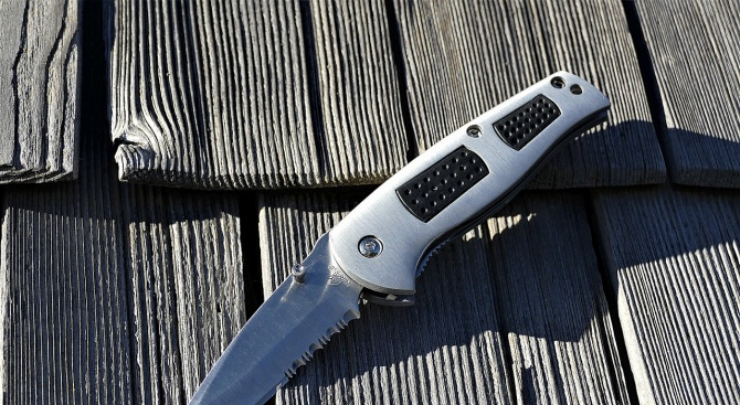 21-годишна жена от Лозница е намушкала с нож мъжа, с