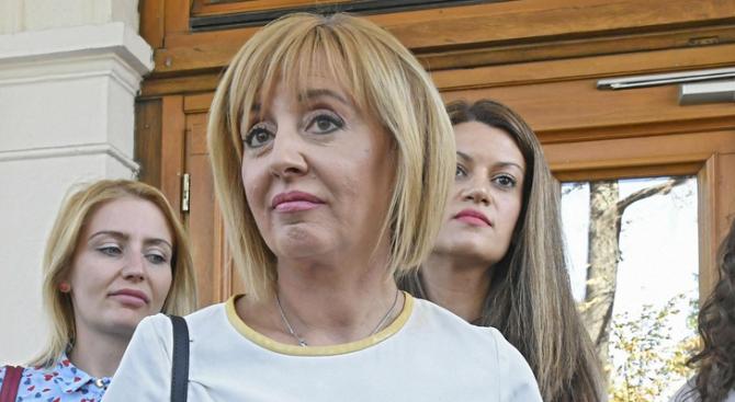 Силвия Великова е поредният български журналист, свален от ефир. Всъщност,