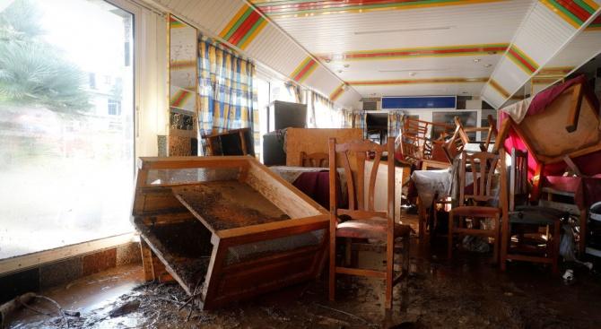 Двама души, брат и сестра, загинаха в наводненията, причинени от