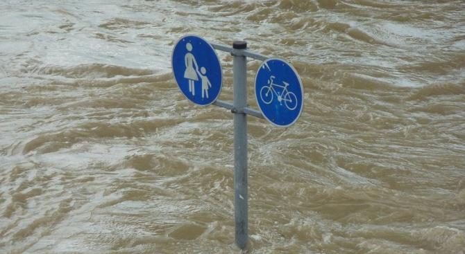 """Безсънна нощ в Испания заради проливните дъждове, обявен е """"червен"""" код"""