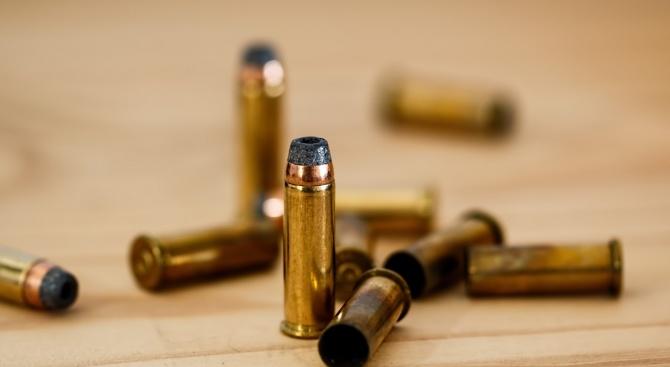 Трима души бяха убити и двама бяха ранени при стрелба