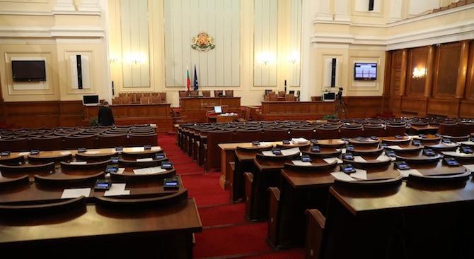 Парламентът прие на първо четене промени в Закона за електронното