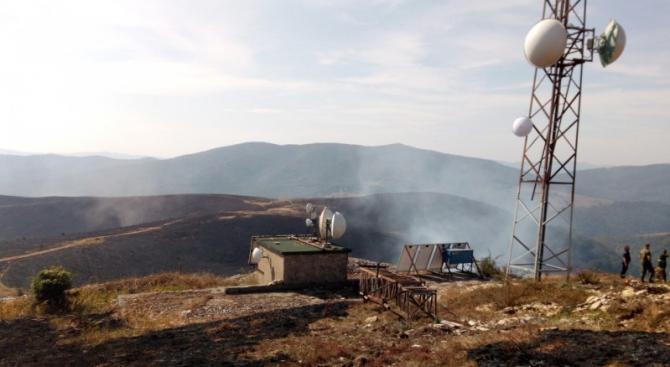 Хеликоптер се включи в овладяването на пожара над Котел, след