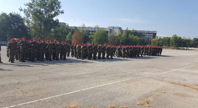 139 войници получиха удостоверения за завършен курс по начална военна
