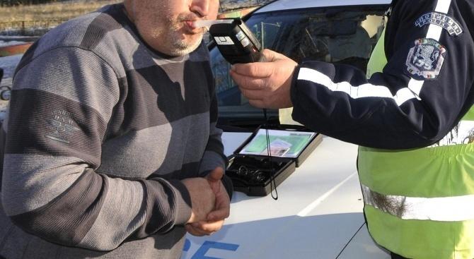 Водач в нетрезво състояние е задържан в елинпелинското село Байлово.