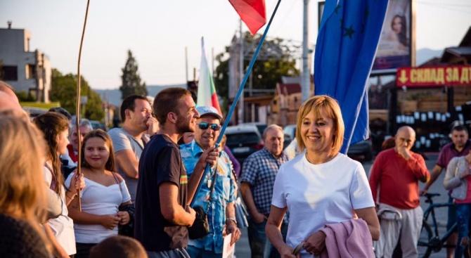 """Мая Манолова се срещна с жители, собственици на земи от кв. """"Горубляне"""""""