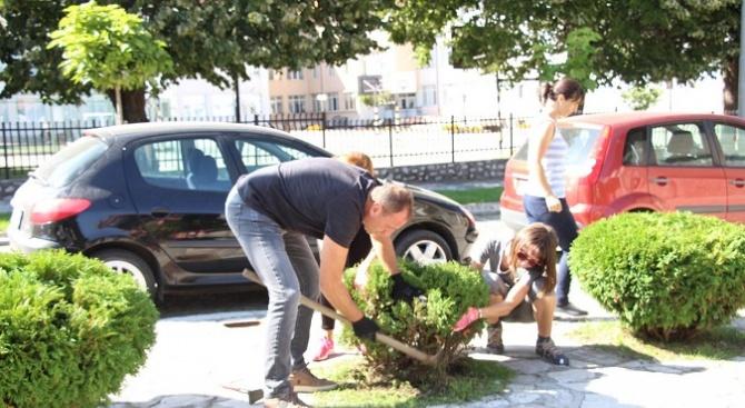 Банскалии освежиха чешми, пешеходни пътеки и почистиха градски пространства