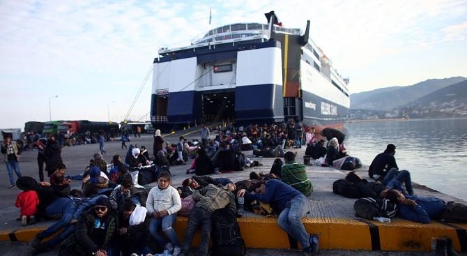 Снимка: Италия разреши на кораб с мигранти да акостира на остров Лампедуза