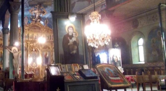 """Навръх празника Кръстовден, днес в Разград пристигна чудотворната икона """"Покров"""