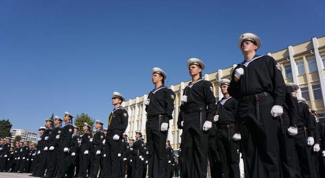 50 курсанти, от които 28 младежи и 22 девойки, прекрачиха