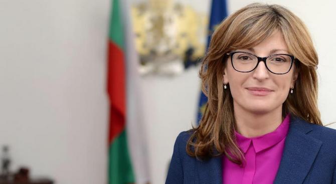 Вицепремиерът и министър на външните работи Екатерина Захариева ще се