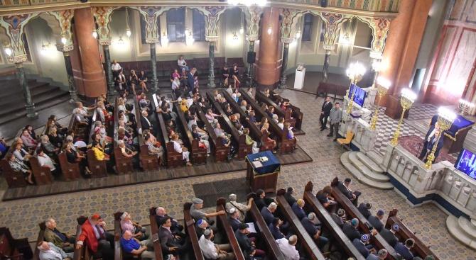 Софийската синагога, която е най-голямата сефарадска синагога в Европа, днес