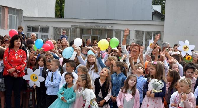 На 16 септември в 9:00 часа министърът на образованието и