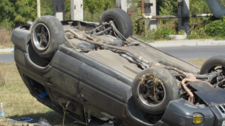 Кола се обърна по таван в Русе