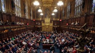 Два извънредни дебата в британския парламент преди вота за предсрочни избори тази вечер