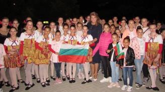 Илияна Йотова: Децата ни дават урок – с протегнати ръце да заменим стените, които разделят