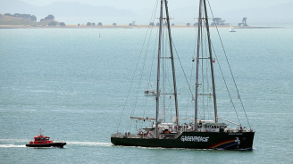 """Полски граничари щурмуваха кораб на """"Грийнпийс"""" и извършиха арести"""