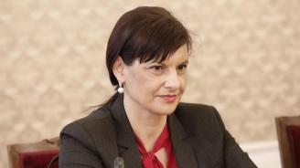 Дариткова с апел: Политическите партии трябва да запазим дистанция по темата с шпионския скандал