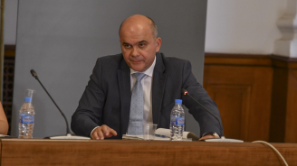 Бисер Петков: Минималната заплата ще стане 610 лева през 2020 година