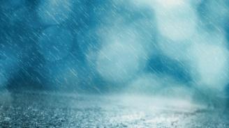 Силни дъждове затвориха пътища и предизвикаха наводнения във Валенсия