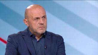 Томислав Дончев за шпионския скандал: Случват се такива неща