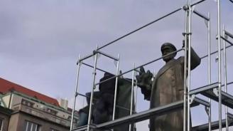 Махат паметник на Съветската армия в Прага