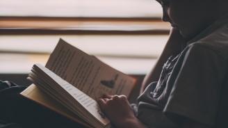 Община Перник дарява книжка на всеки първокласник